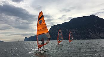 Surf Center Lido Blu | Corsi windsurf per principianti, avanzati e